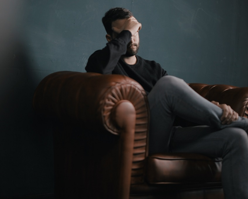 15 signs of low self-esteem in a man